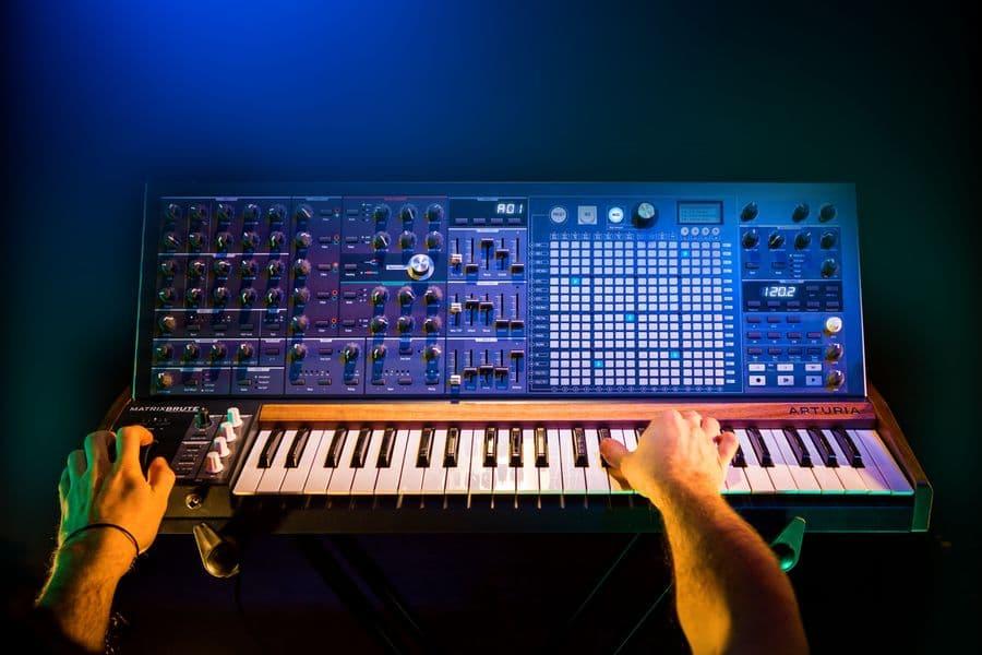 Arturia MatrixBrute - analogowy syntezator monofoniczny
